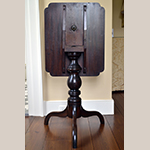 Fig. 19: Tilt-top tea table possibly by John C. Bowie (1786–1851) and/or Walter Bowie (1790–1853), 1817, Port Royal or Norfolk, VA. Mahogany. Private collection; photograph by the author.